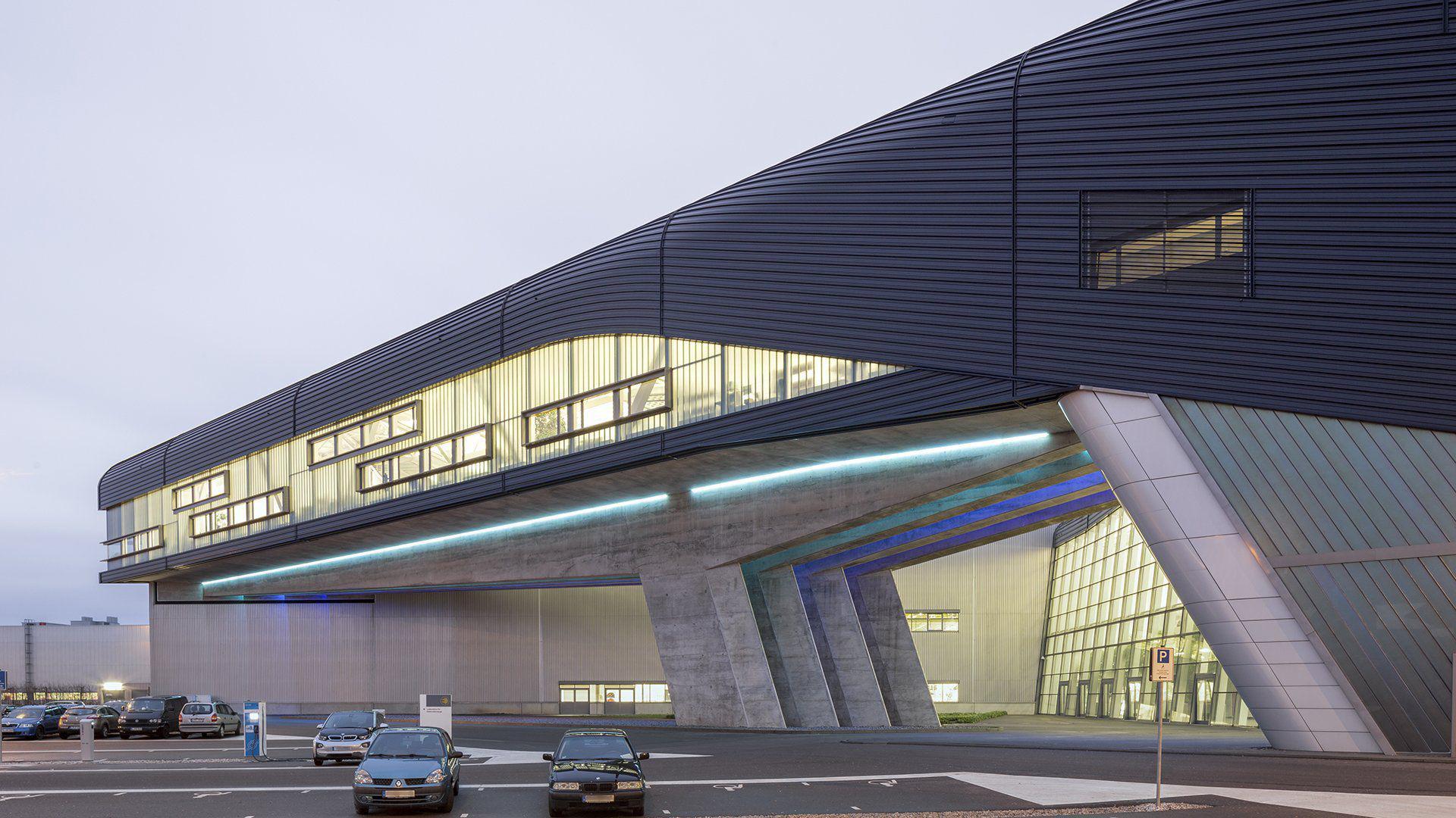 Zaha Hadid Arquitectura Sin L Mites Uno Propiedades Blog # Muebles De Zaha Hadid